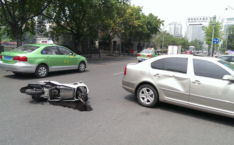 发生交通事故造成他人重伤