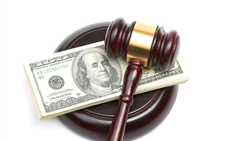原告要求被告承担医疗费