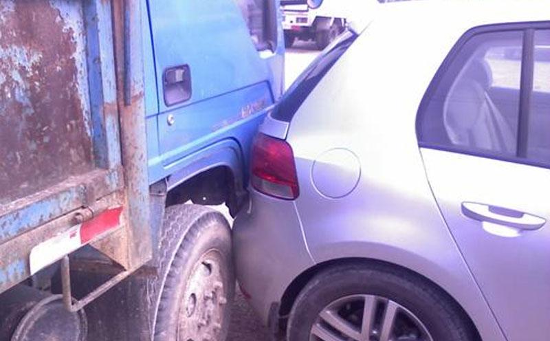 倒车时发生交通事故