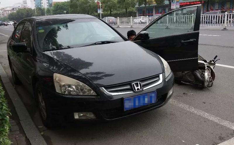 车头与原告驾驶的电动车发生碰撞