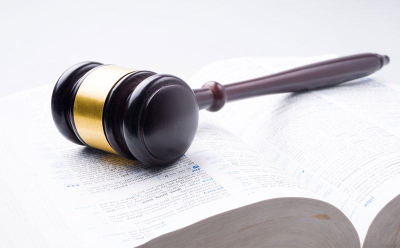 伤残受害人在律师的协助下诉讼索赔