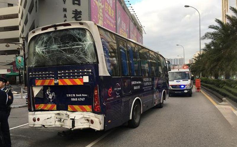 被告驾驶巴士造成原告受伤的交通事故