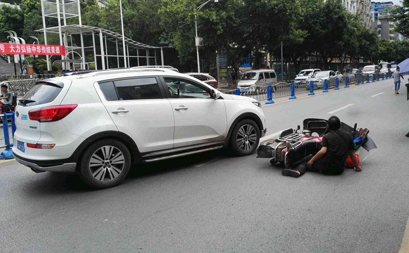 原告骑的电动自行车相撞,造成了原告受伤