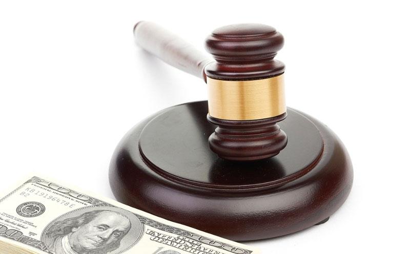法庭最终判决车方赔偿原告20多万元的损失