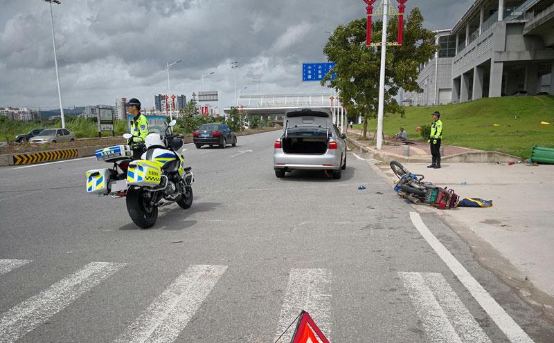 深圳市公安局交通警察支队南山大队出具《道路交通事故认定书》