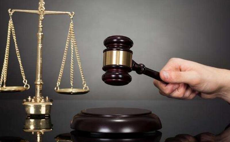 本院认为:在该事故中,受害人没有重大过失,被告郑某应承担该事故的全部民事赔偿责任