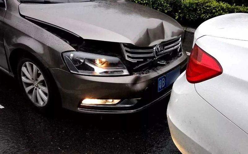 交通事故追尾