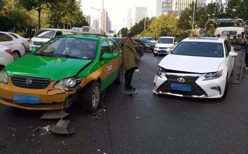 违规停车造成交通事故