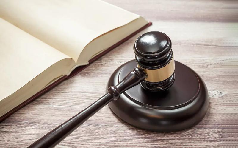 原告因该交通事故产生了医疗费、交通费、护理费等损失要求六被告赔偿