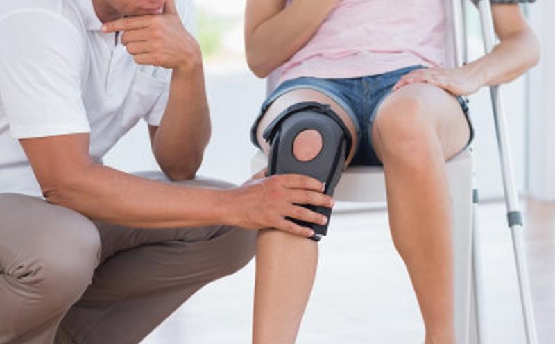 购置膝关节支架及轮椅费用2780元