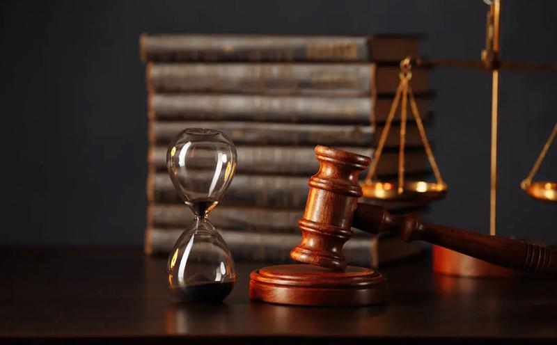 三被告应当如何分担赔偿责任