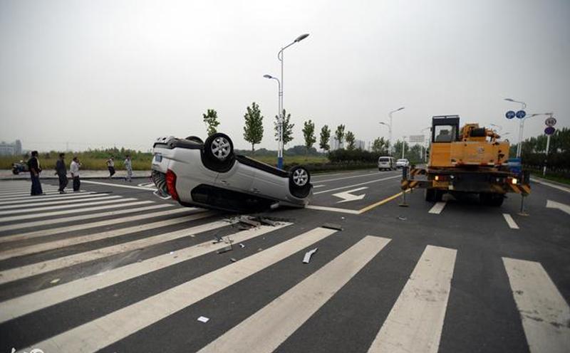 发生交通事故的话,后续的解决赔偿事宜一般有调解