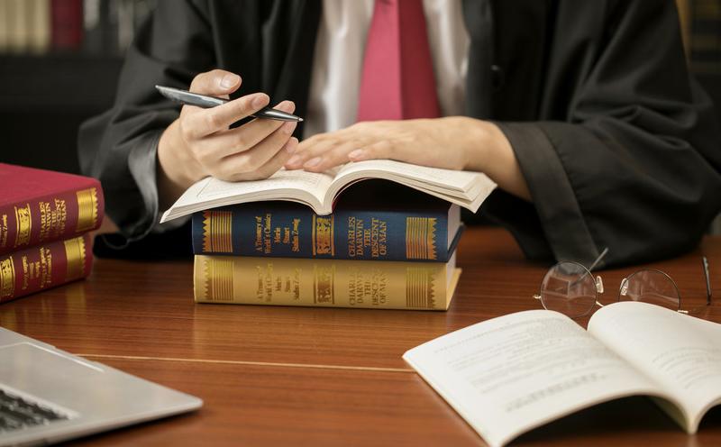 律师事务所与委托人协商律师服务收费