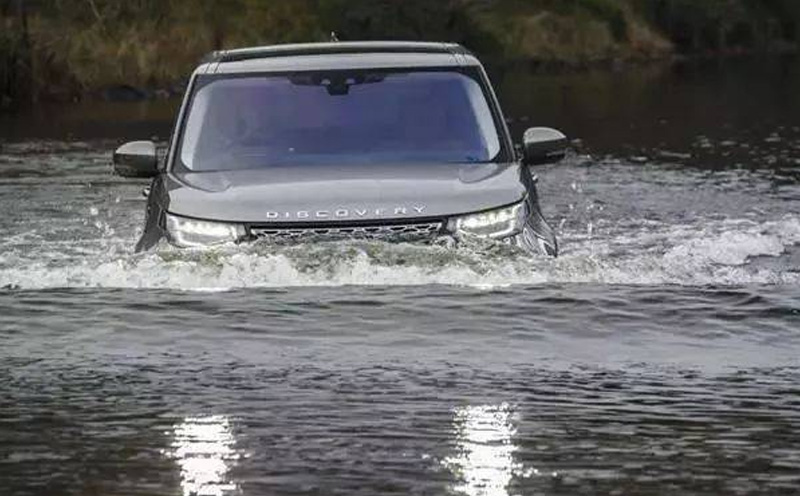 交通事故遇到汽车落水如何自救?