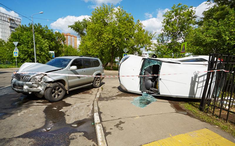 在交通事故赔偿责任划分中,非机动车与行人的责任如何认定