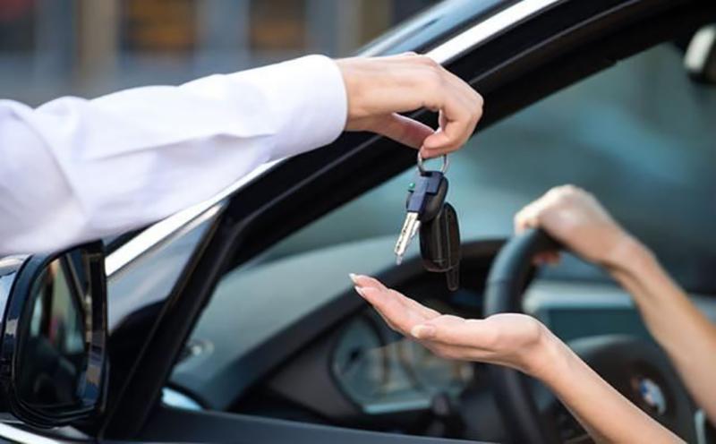 朋友借车出事故,出借人要承担责任?